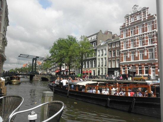 Cafe de Jaren : テラス席から跳ね橋も見える