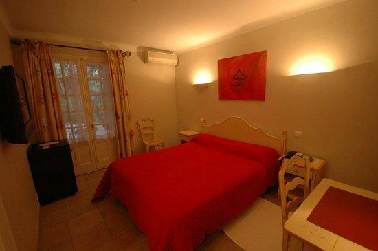 Hotel Les Palmiers : Chambre
