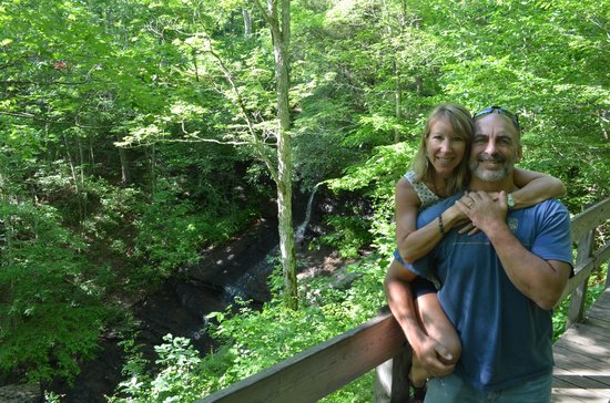 Natchez Trace Parkway: waterfall on the parkway