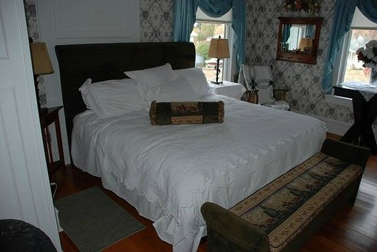 1910 Historic Enterprise House Bed & Breakfast: Warnock Suite Bed