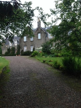 Dalmunzie Castle: Driving up