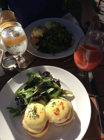 Sarabeth's Central Park South : benedicts