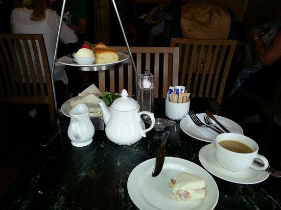 Huffkins: Gorgeous Cream Tea