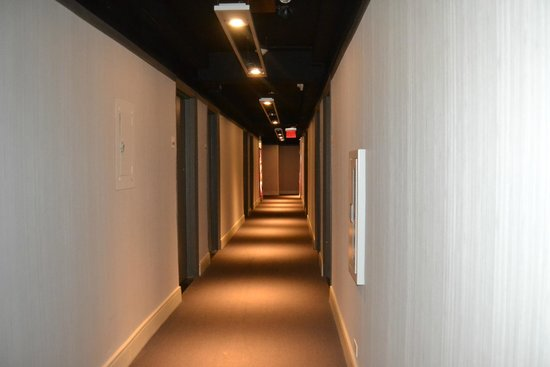 Row NYC Hotel: pasillo