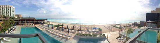 Secrets The Vine Cancun : Pool Area