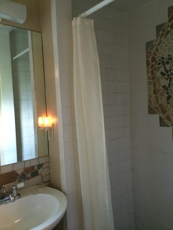 Blanco County Inn: Shower stall