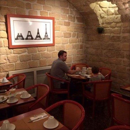 Hotel Duquesne Eiffel: The breakfast room