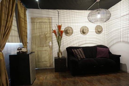 Hotel Boutique Makondo: sala de estar de la habitaciòn
