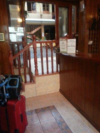 Hotel Los Andes de América: Front desk