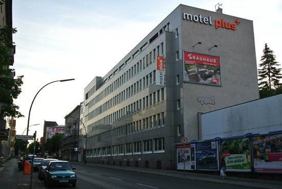 Motel Plus Berlin: с улицы