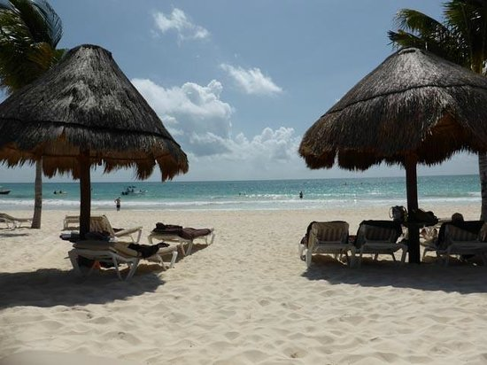 Secrets Maroma Beach Riviera Cancun : Beach from our loungers