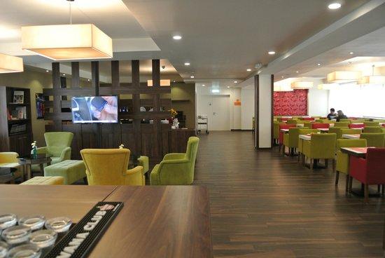 Motel Plus Berlin: зона завтрака