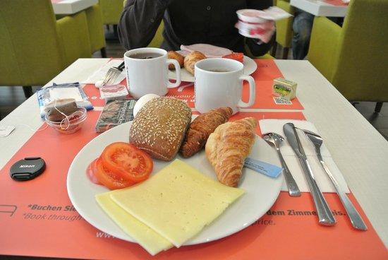 Motel Plus Berlin: завтрак