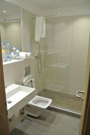 Motel Plus Berlin : ванная