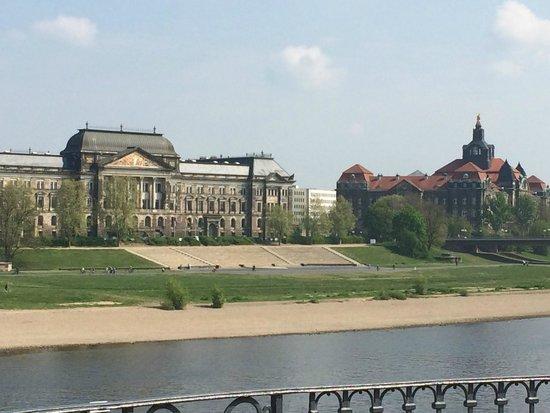 Hyperion Hotel Dresden am Schloss: cidade deslumbrante