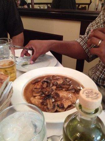 Agostino's Italian Ristorante: chicken marsala: melt-in-your-mouth good!