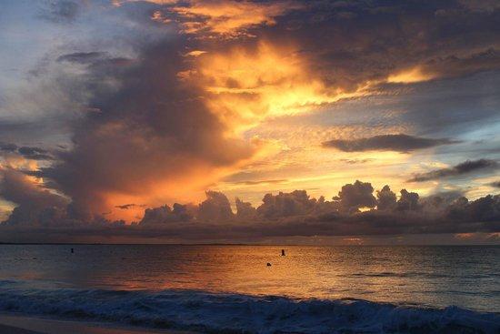 Caribbean Paradise Inn: Sunset