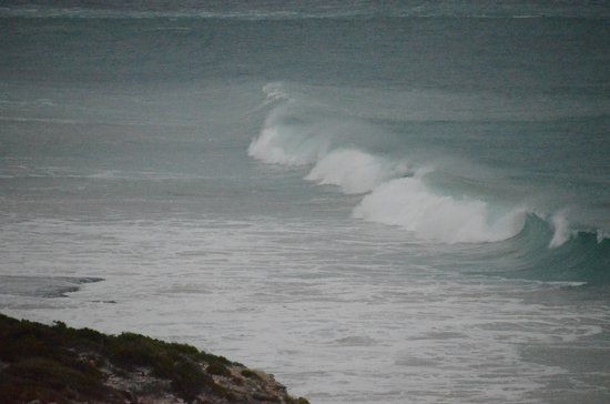 Southern Ocean Lodge: Beautiful waves crashing