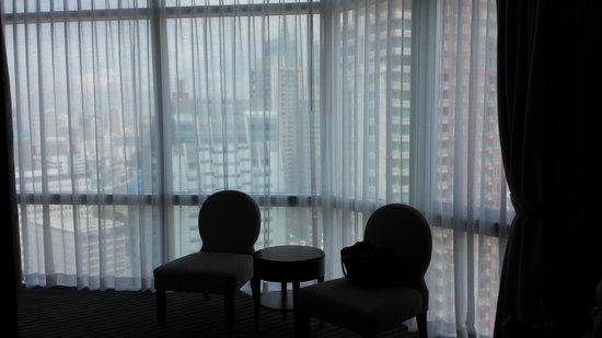 The Berkeley Hotel Pratunam: little lounge area