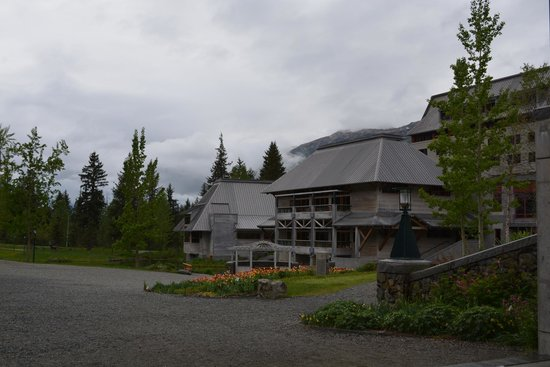 Hotel Alyeska: The back of the Hotel