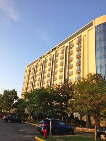 Embassy Suites by Hilton Minneapolis - Airport: Outside the hotel