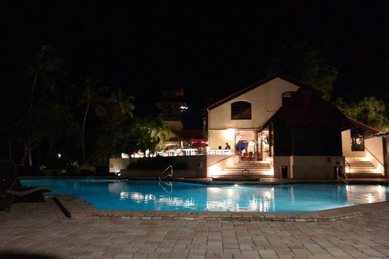 Renaissance St. Croix Carambola Beach Resort & Spa: Pool at Carambola