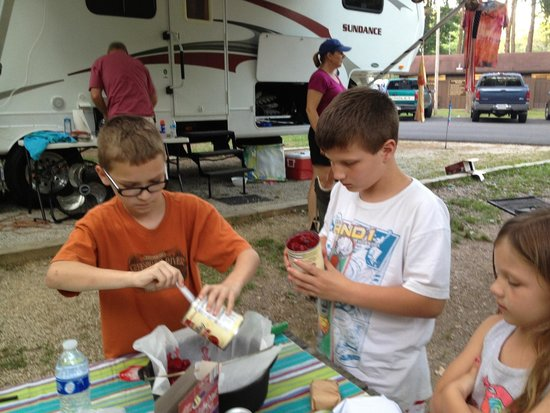 Carter Caves State Resort: Kids making their dads a cherry dump cake for Father's Day.