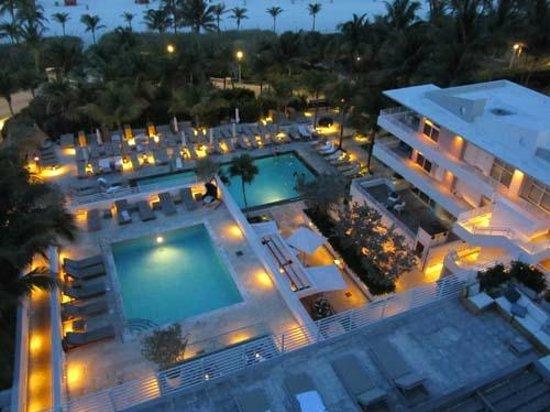 Royal Palm South Beach Miami, A Tribute Portfolio Resort : Pool by night