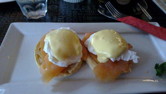 Cafe Ecco: AU$21 Salmon Eggs Benedict
