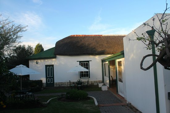 De Doornkraal Historic Country House Boutique Hotel: Our room seen from the courtyard
