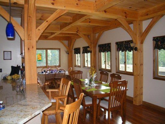 Bedford Landings Bed & Breakfast, LLC: Inside Dining