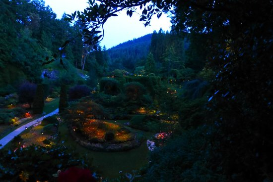 The Butchart Gardens : Sunken Garden at sunset
