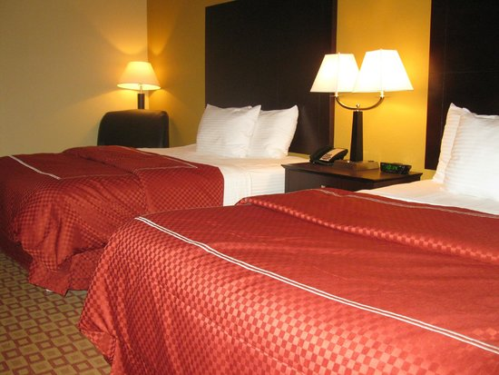 La Quinta Inn & Suites Verona : Double Queen Bedroom