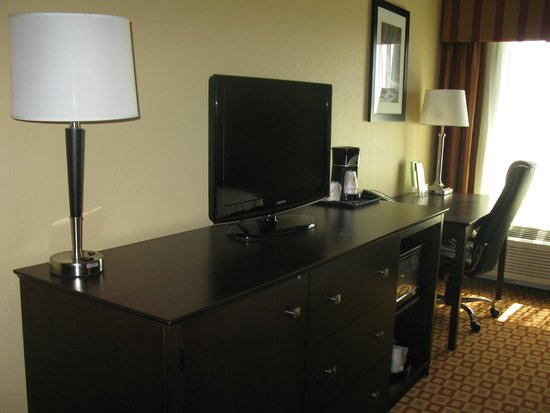 La Quinta Inn & Suites Verona : Flat screen tv, desk area
