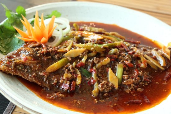 Written On Tea: 红烧左口鱼 Whole Flounder in Soy & Chili Sauce