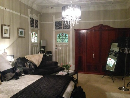 Melba House Boutique Bed & Breakfast: Dame Nellie Room