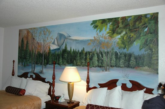 BEST WESTERN PLUS Yosemite Gateway Inn: beautiful mural on wall of room