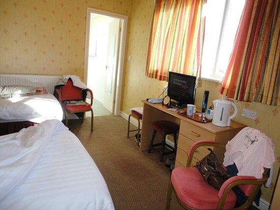 The New Loretta Hotel: bedroom