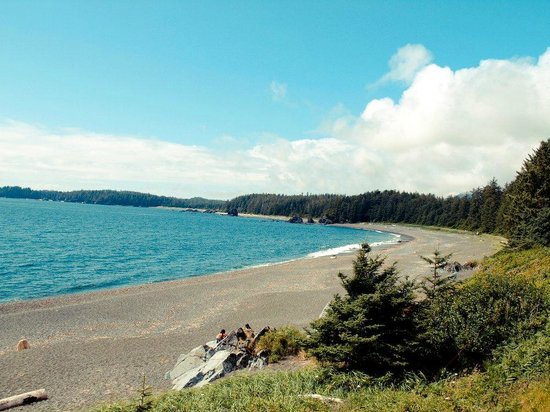 Moutcha Bay Resort: Nootka Sound Beach
