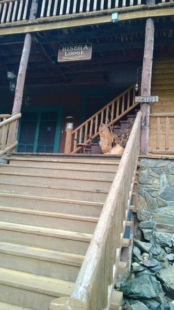 Hisega Lodge: Front porch