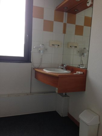 Appart'City Confort Lyon Gerland: Wheelchair washroom