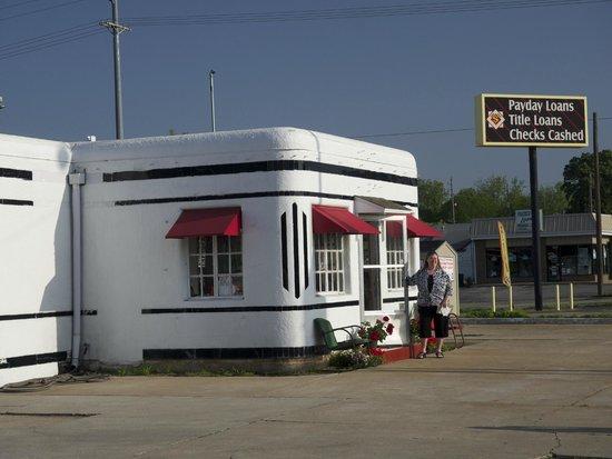 Boots Court Motel: Debbie Dee outside the office