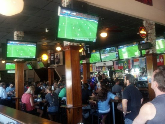 D Street Bar and Grill : Watching World Cup at D Street