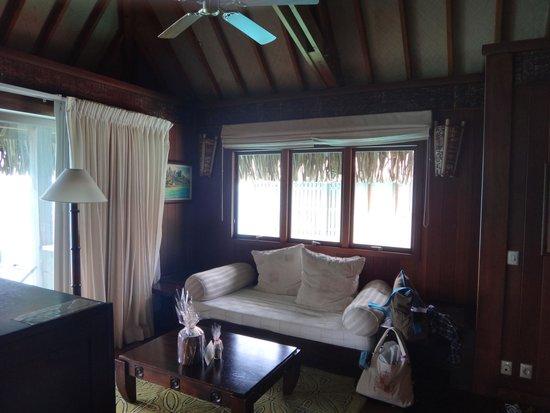 Conrad Bora Bora Nui: 昼寝が最高のソファです