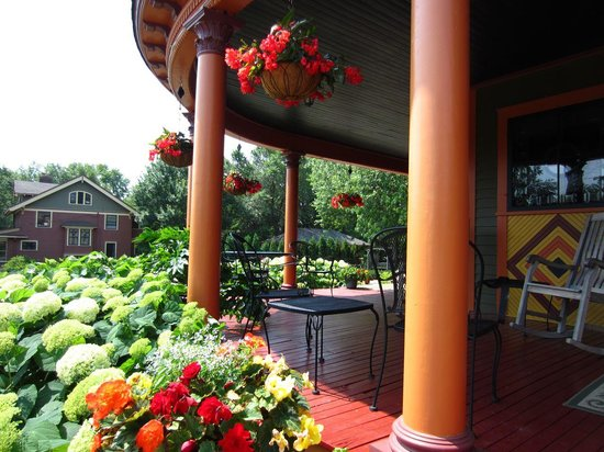 William Sauntry Mansion: B&B Veranda
