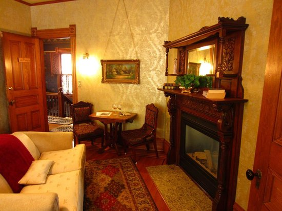 William Sauntry Mansion: La Fuegy Room