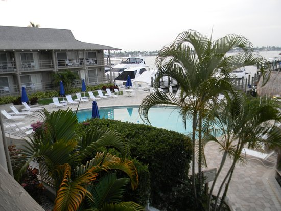 Cove Inn on Naples Bay: From our balcony looking toward the pool