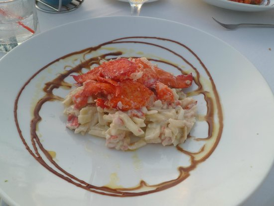 Atardi: Lobster claw salad