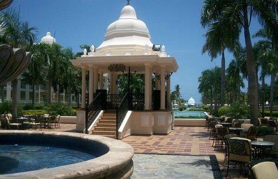 Hotel Riu Palace Punta Cana: dancing outside area