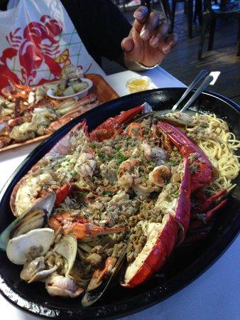 Rustic Inn Crabhouse : Lobster fra diavolo over linguini
